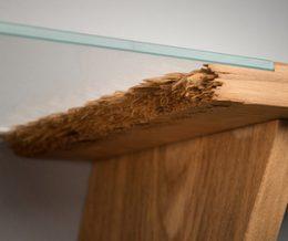 «Broken» – коллекция эффектной мебели, сделанная из переломленных напополам досок