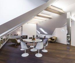 Небольшой, но стильный мансардный интерьер с открытой планировкой от литовской студии «YCL»