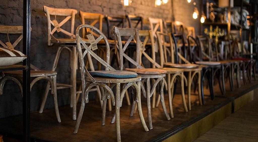 В шоу-руме DESONDO в Москве можно приобрести уникальные предметы мебели и аксессуары со всего мира