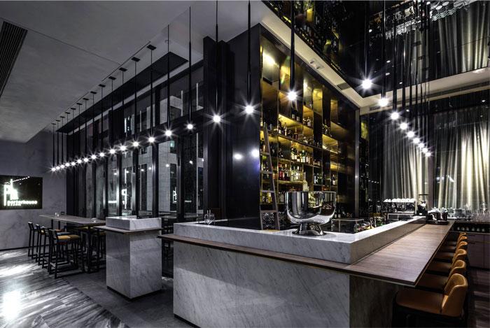 Городской ресторан в Гонг-Конге в стиле эклектика от дизайн-студии Kokaistudios