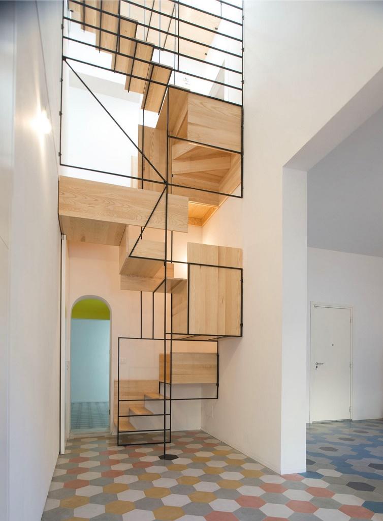 Художественные вариации для создания иллюзии более большого проема лестницы