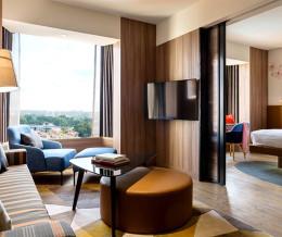 Тенденции современного дизайна в обновленном отеле Jen Tanglin в Сингапуре.