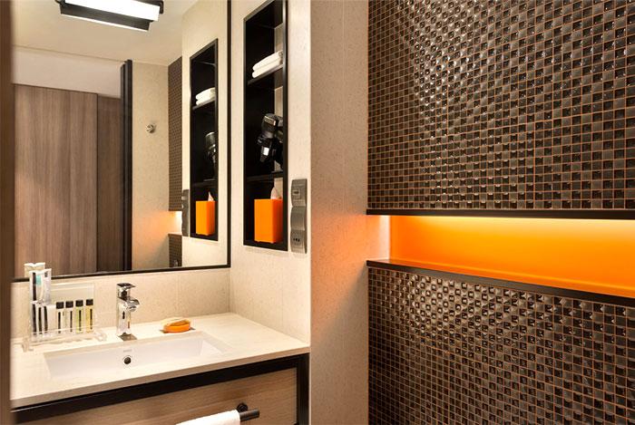 Ванная комната в отеле в современном стиле