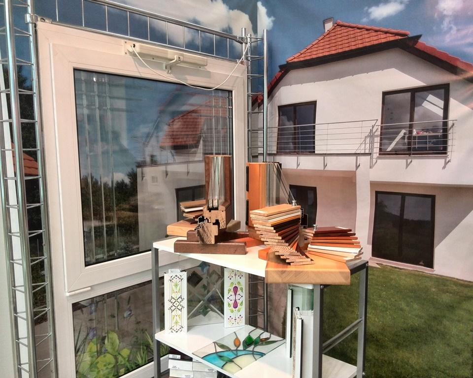 """стенд комнаии """"Экоокна"""" на выставке: «Загородный дом / Holzhaus» в ЦВК «Экспоцентр» на Красной Пресне"""