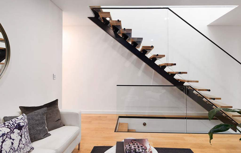Невесомая лестница на второй этаж