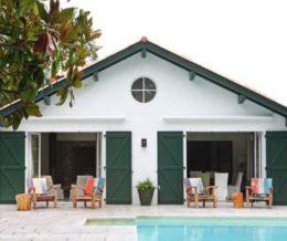 Белый дом с зелеными ставнями от мадридского дизайнера Marta de la Rica