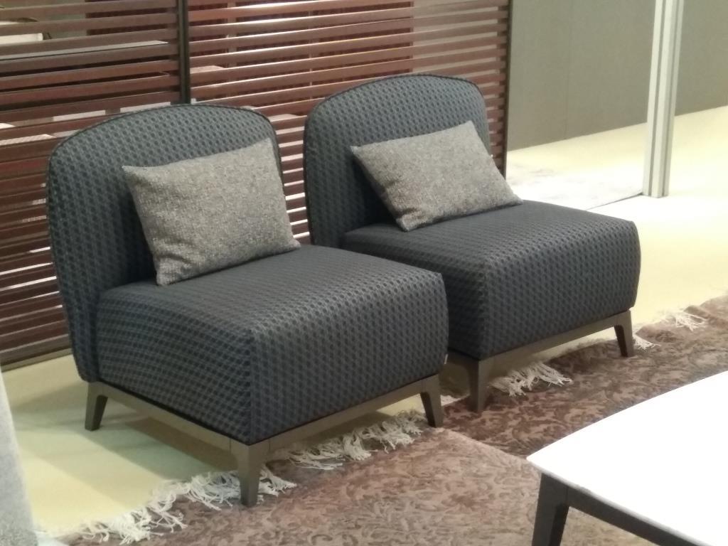 Очень удобные кресла в модном сером цвете