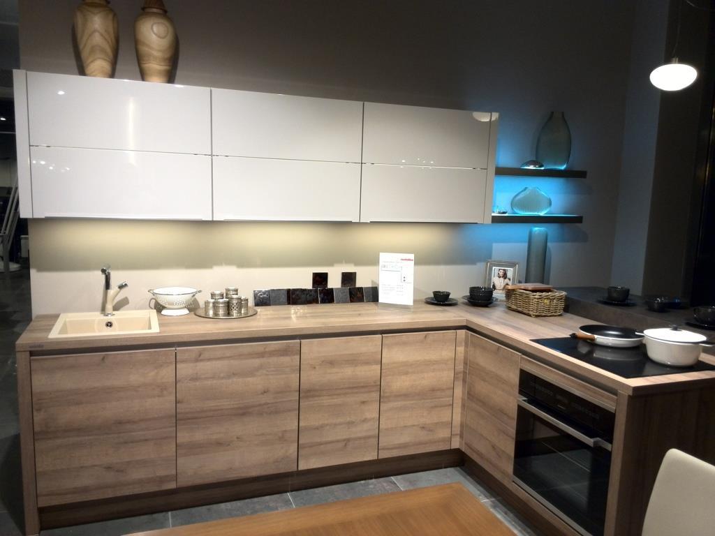 Угловая кухня Nobilia